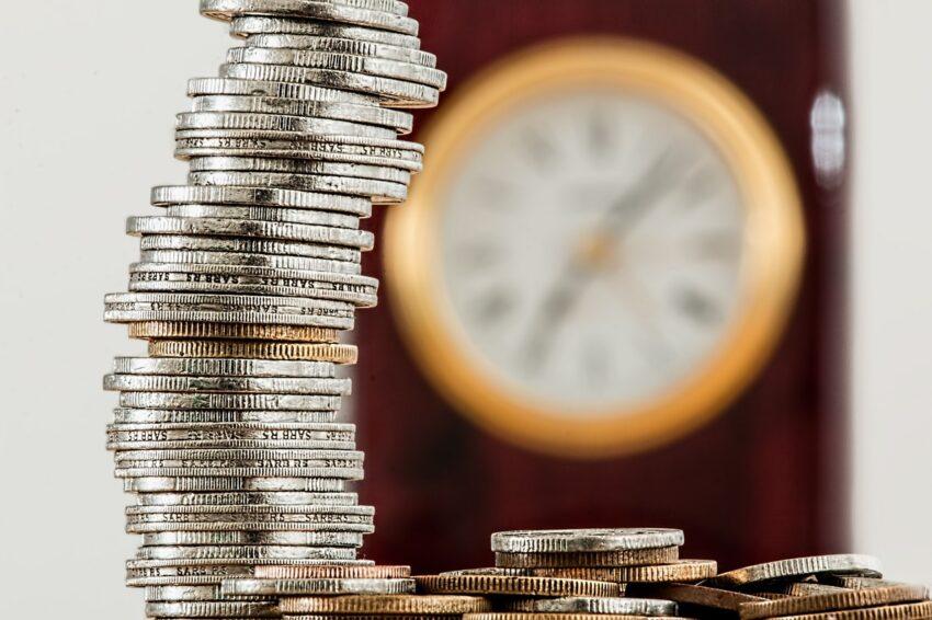 pieniądze i zegar